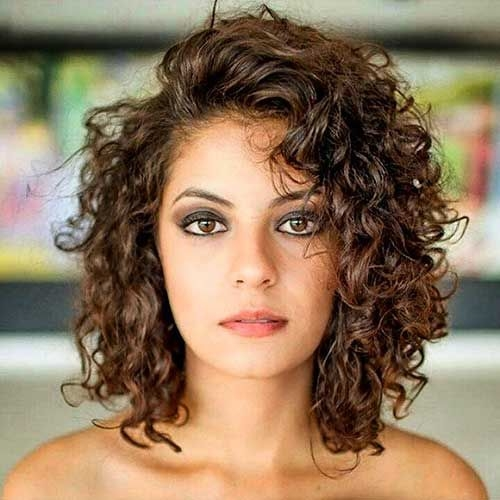 Best Haircuts for Short Curly Hair