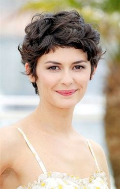 short haircuts with curly hair 14 - Short Haircuts With Curly Hair
